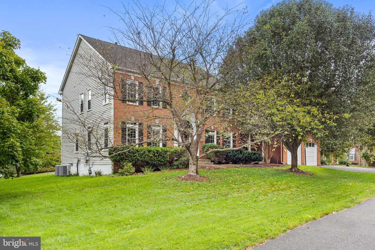 $1,075,000 - 5Br/7Ba -  for Sale in Smithsfield At West Ox, Herndon