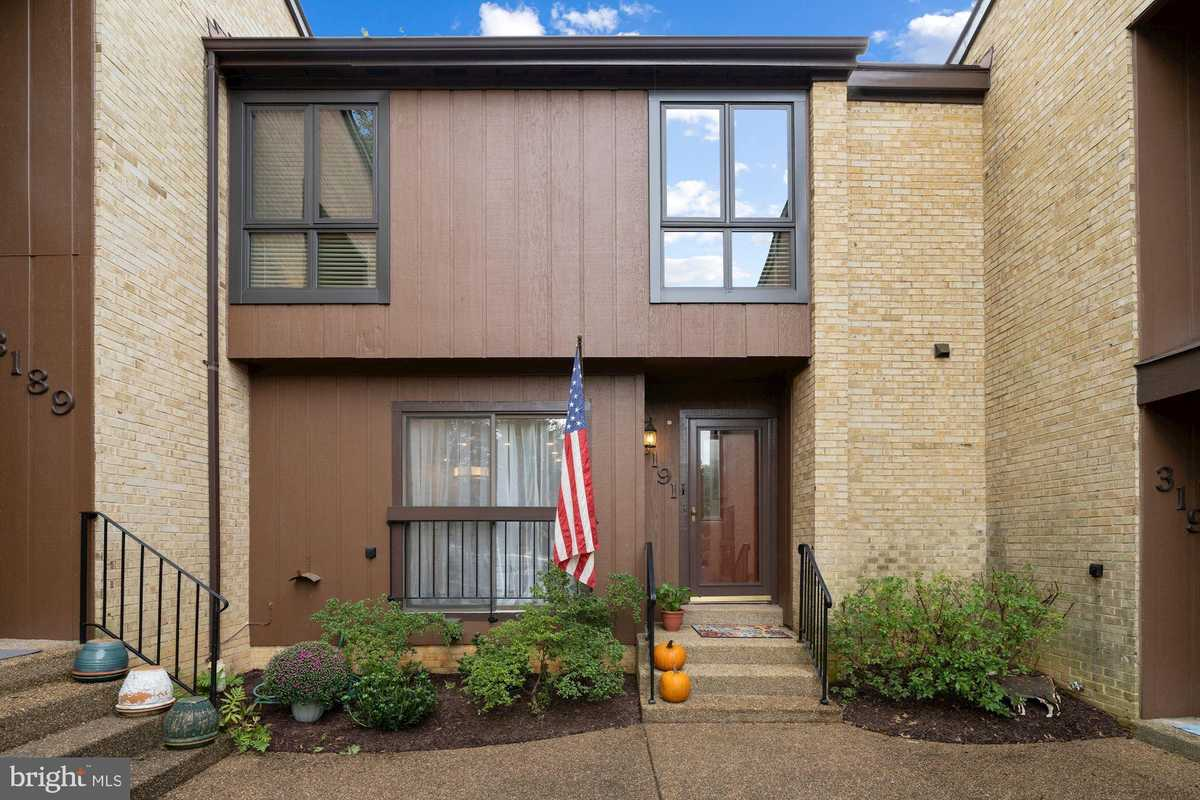 $715,000 - 3Br/4Ba -  for Sale in Chesterfield Mews, Fairfax
