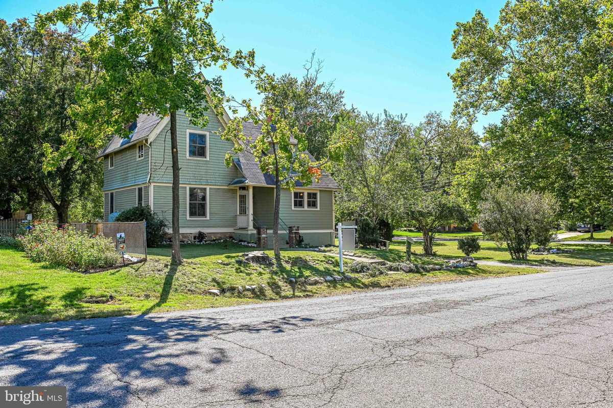 $1,175,000 - 3Br/2Ba -  for Sale in Windover Heights, Vienna