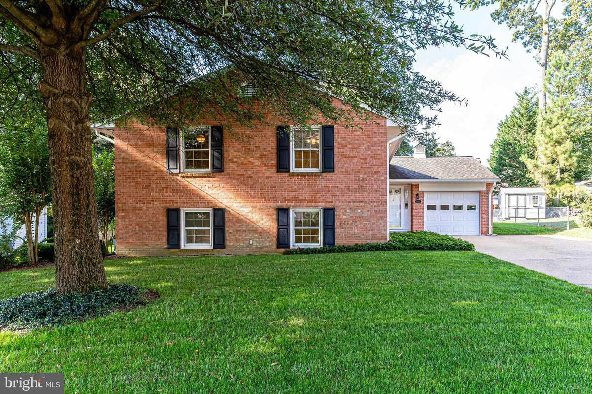 $775,000 - 4Br/3Ba -  for Sale in Willow Woods, Annandale