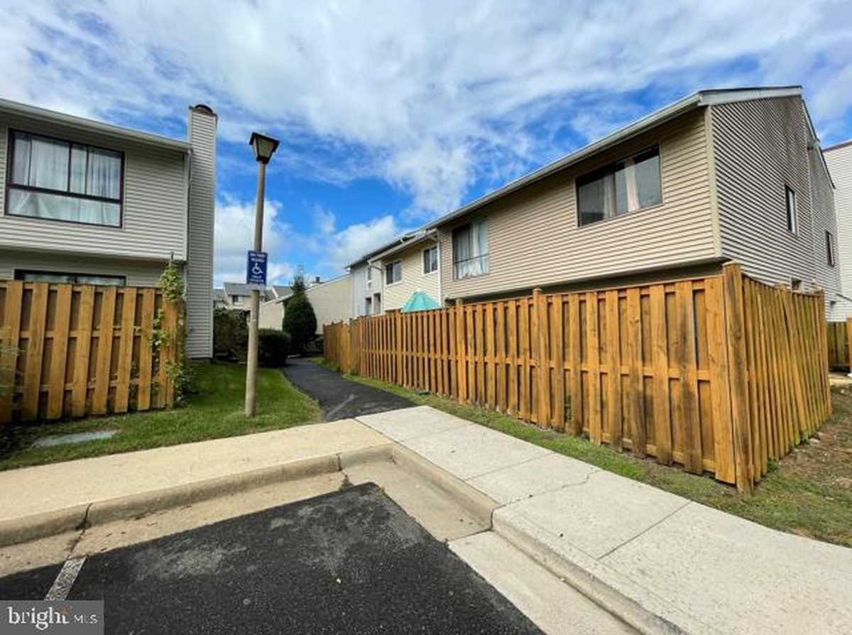 $239,900 - 2Br/2Ba -  for Sale in The Villages, Alexandria