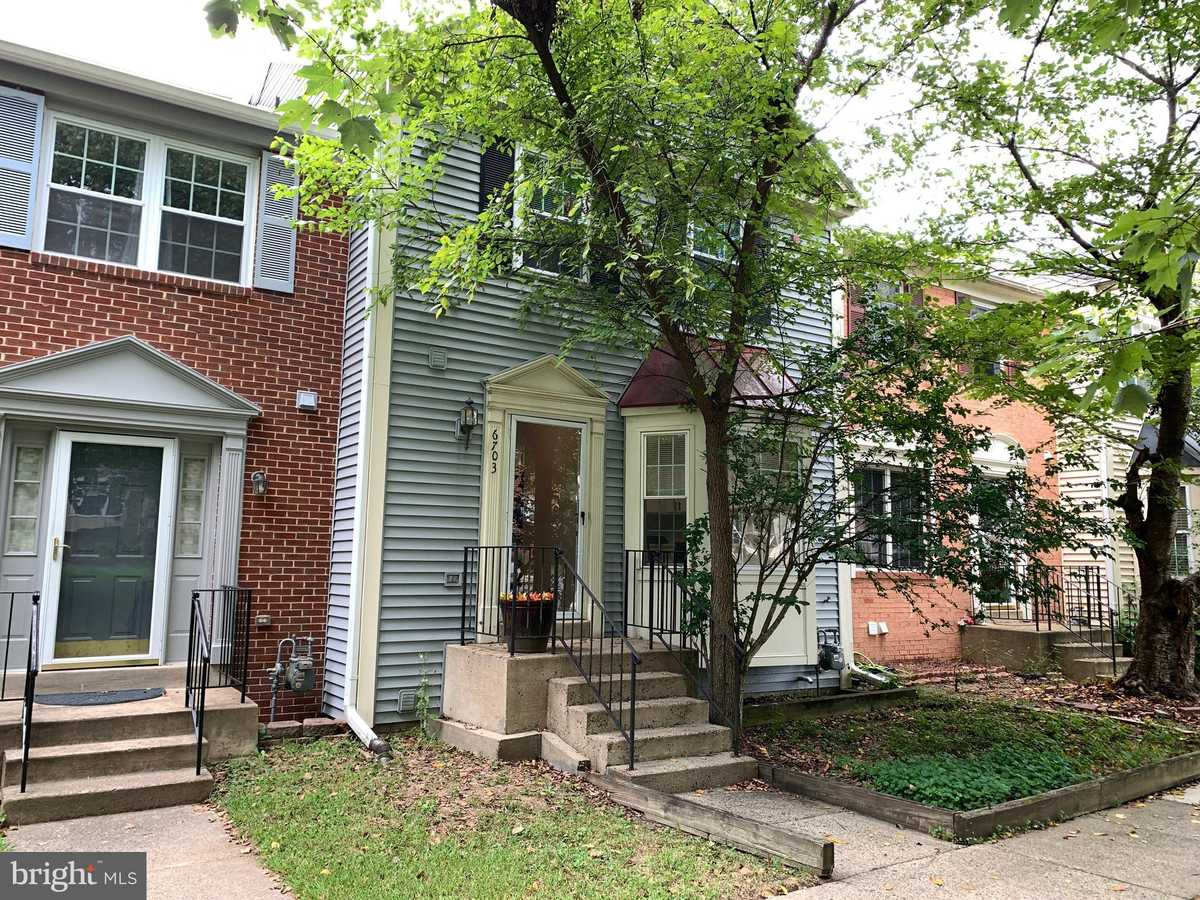 $450,000 - 3Br/4Ba -  for Sale in Clifton Townes, Centreville