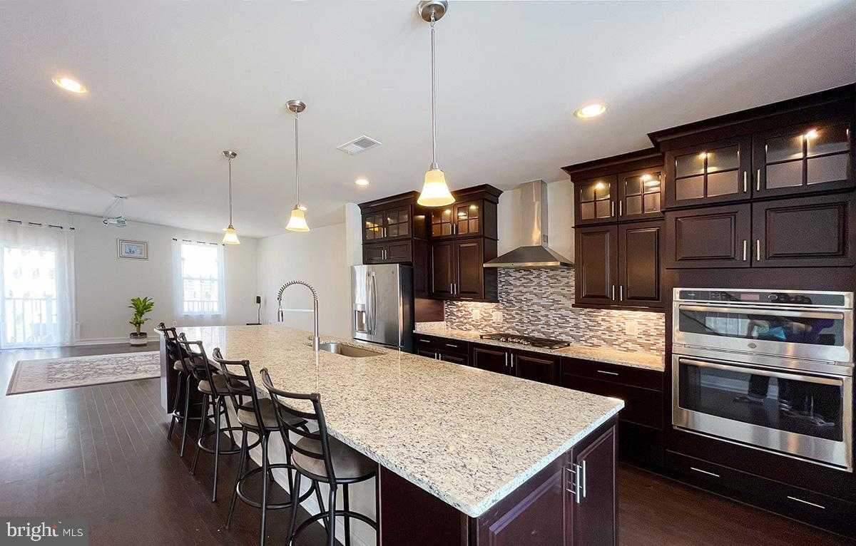 $745,500 - 4Br/5Ba -  for Sale in Discovery Square, Herndon