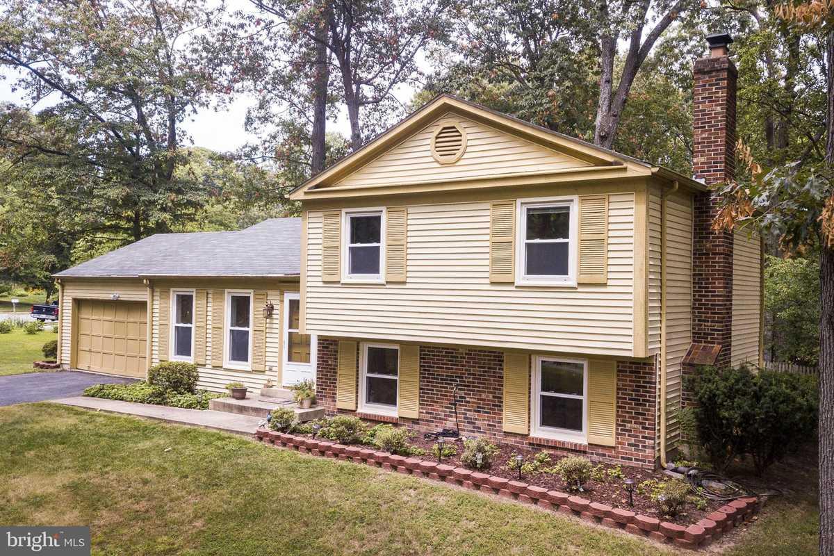 $549,000 - 4Br/3Ba -  for Sale in Hiddenbrook, Herndon