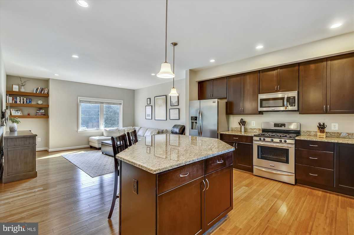$839,000 - 4Br/3Ba -  for Sale in Nauck, Arlington