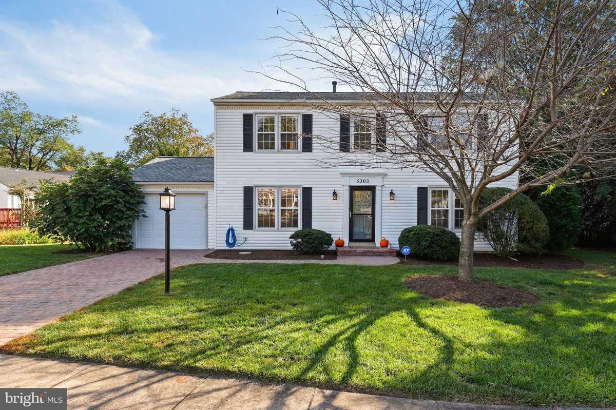 $725,000 - 4Br/3Ba -  for Sale in Lake Braddock, Burke