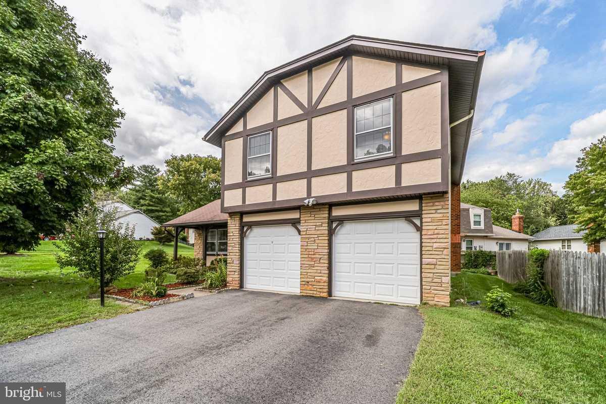 $729,000 - 4Br/3Ba -  for Sale in Longwood Knolls, Burke