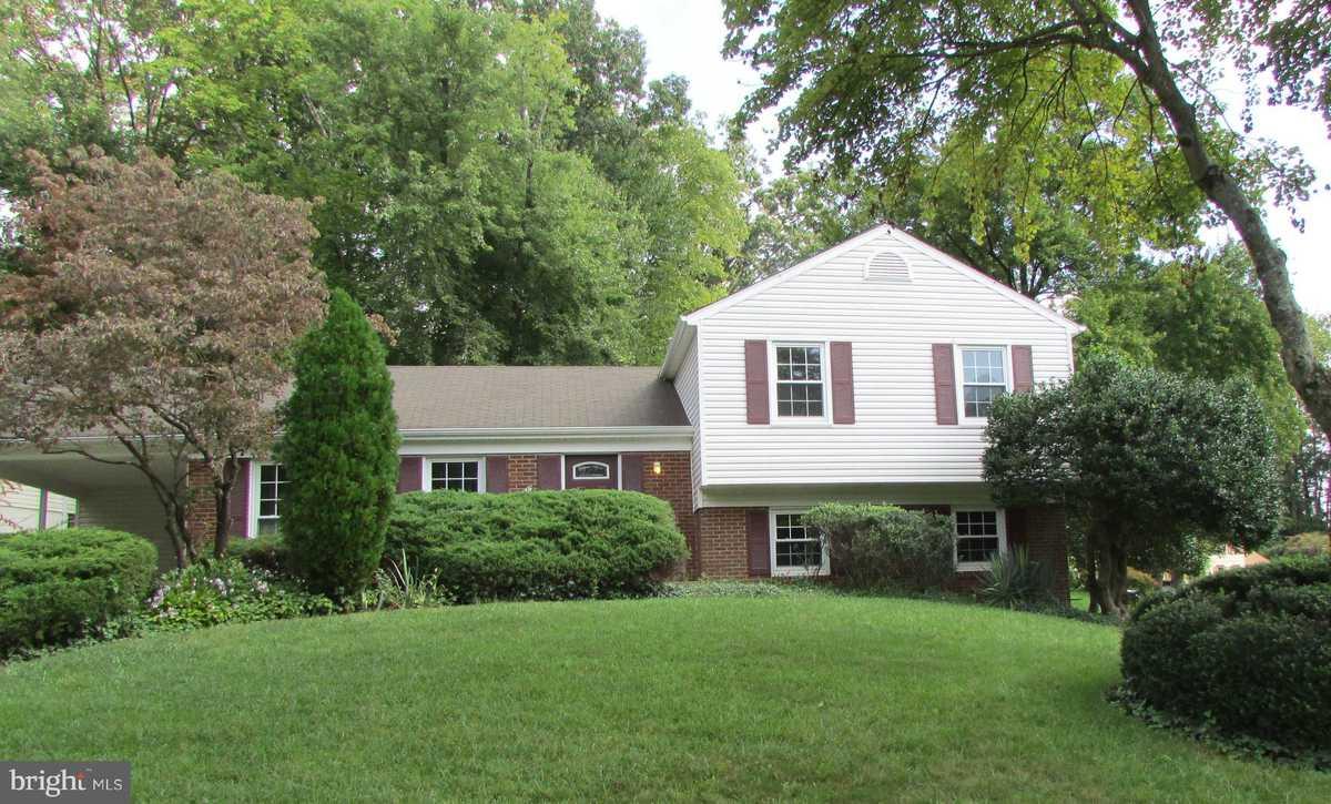 $678,000 - 4Br/3Ba -  for Sale in Lake Braddock, Burke