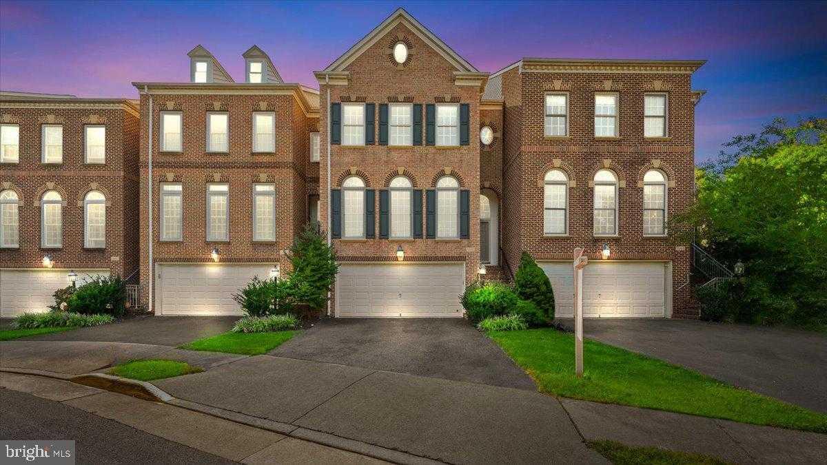 $750,000 - 3Br/4Ba -  for Sale in Stone Creek Crossing, Fairfax