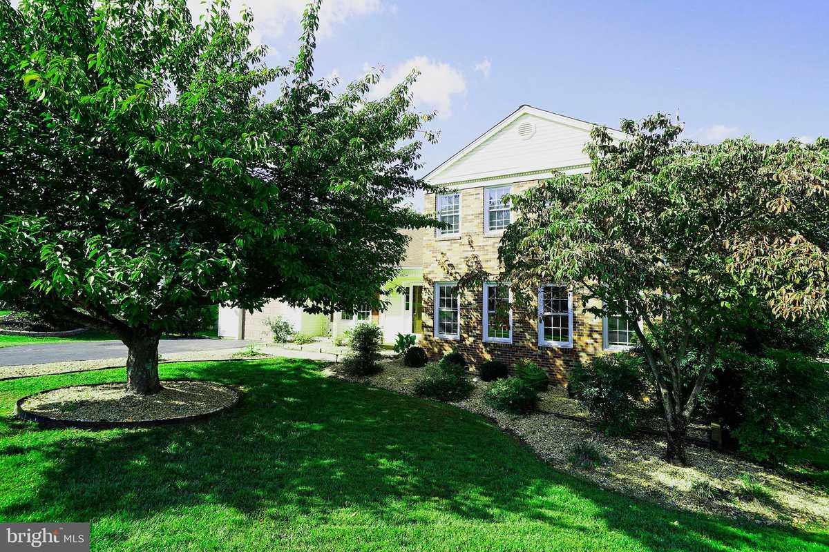$595,000 - 3Br/3Ba -  for Sale in Pleasant Valley, Chantilly