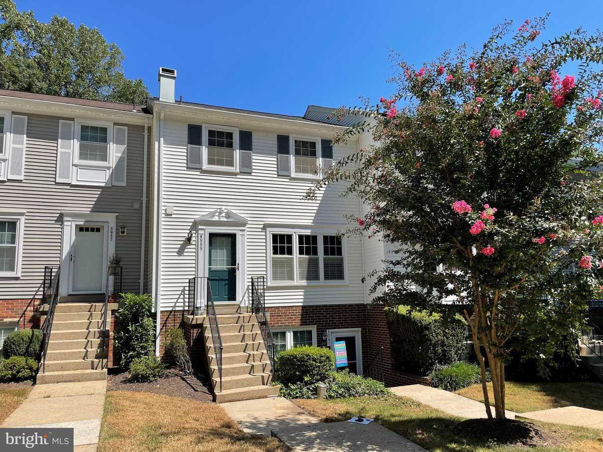 $385,000 - 3Br/3Ba -  for Sale in Woodwalk, Burke