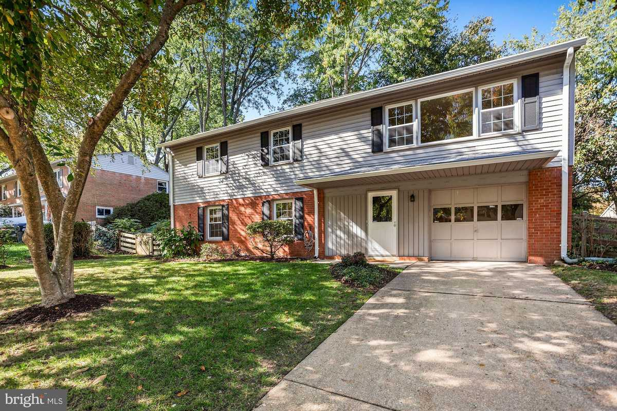 $669,995 - 4Br/3Ba -  for Sale in Rolling Valley, Burke
