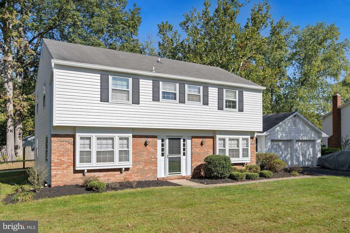 $620,000 - 4Br/3Ba -  for Sale in Greenbriar, Fairfax