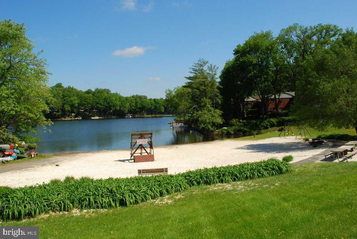 $750,000 - 4Br/2Ba -  for Sale in Lake Barcroft, Falls Church