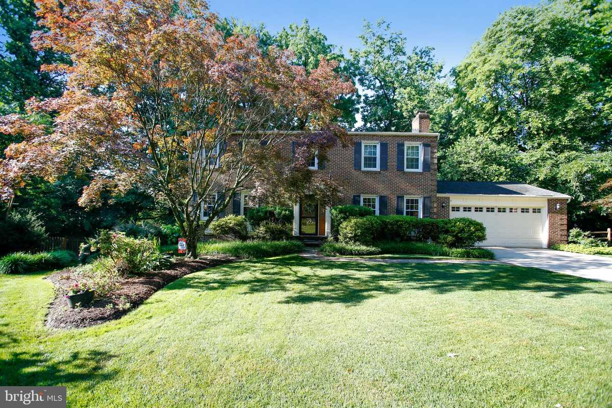 $879,900 - 5Br/4Ba -  for Sale in Willow Woods, Annandale