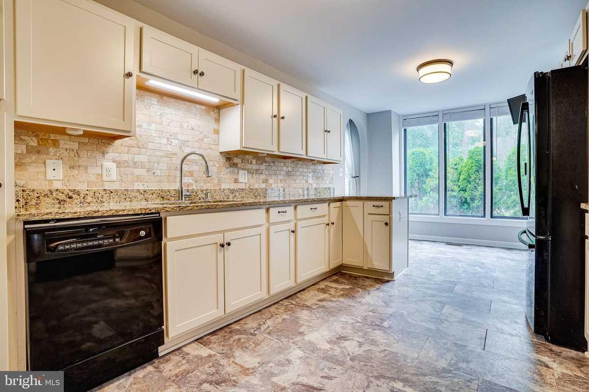 $519,000 - 3Br/4Ba -  for Sale in Americana Fairfax, Annandale