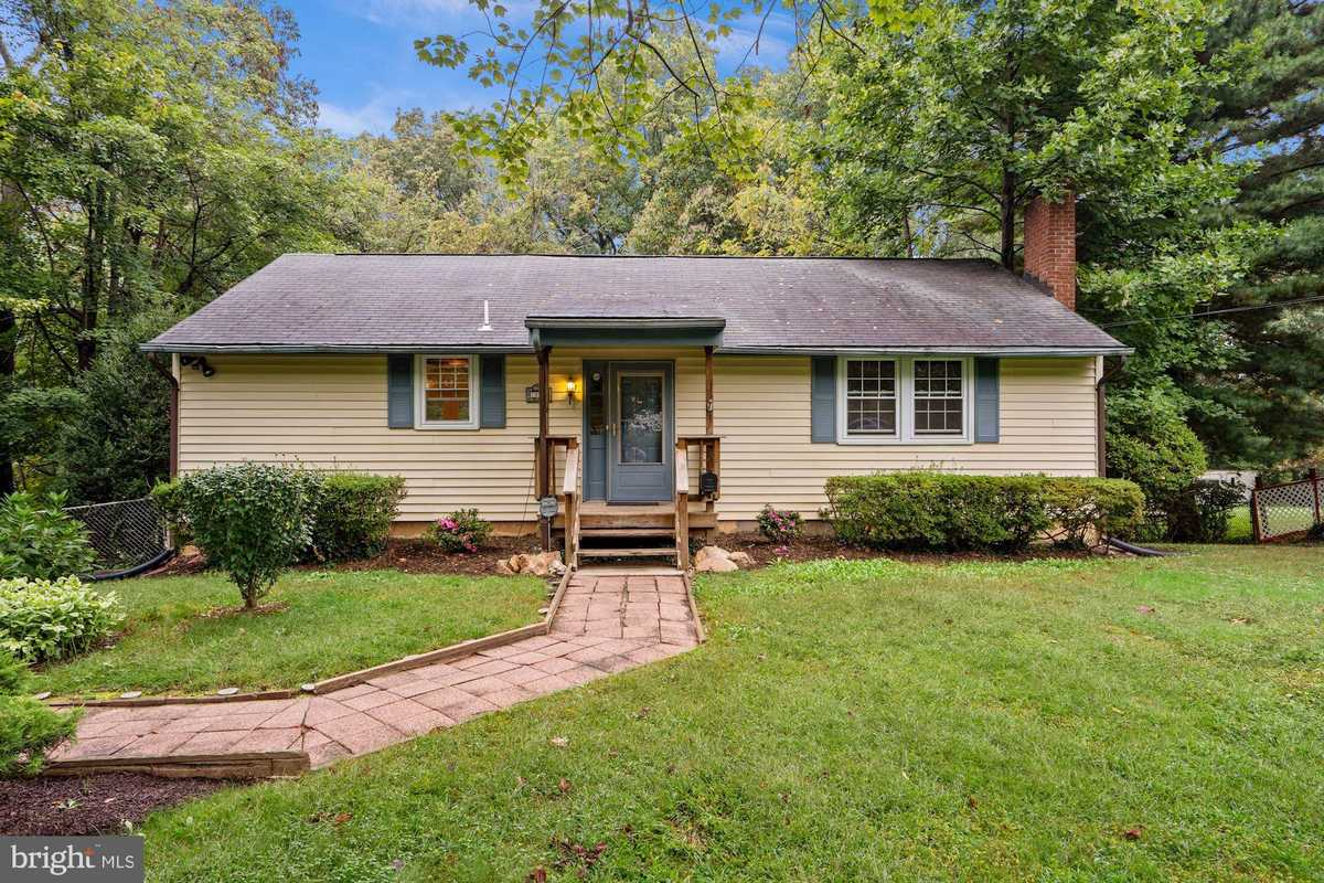 $565,000 - 3Br/2Ba -  for Sale in Holmes Run Heights, Annandale