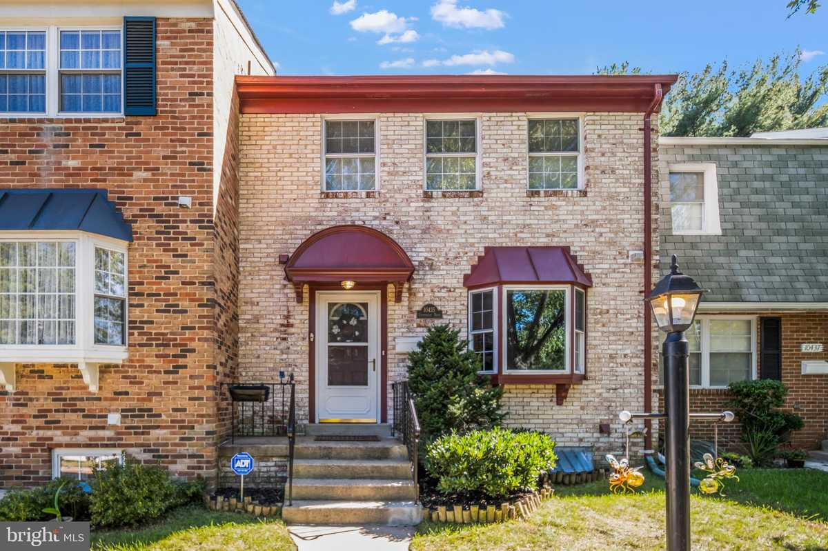 $549,900 - 4Br/4Ba -  for Sale in Courthouse Square, Fairfax