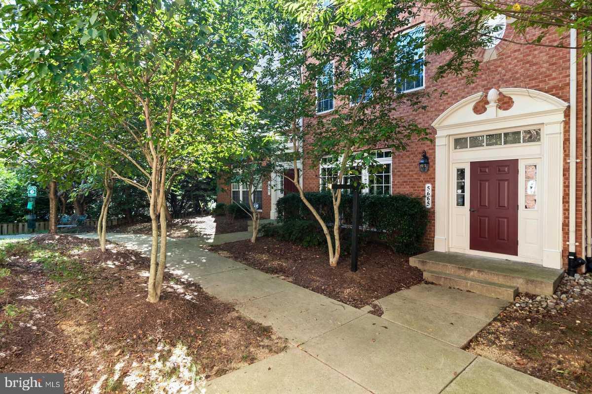$535,000 - 3Br/3Ba -  for Sale in Residences At Sullivan, Alexandria