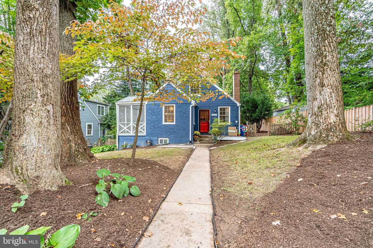 $649,000 - 3Br/2Ba -  for Sale in City Park Homes, Falls Church