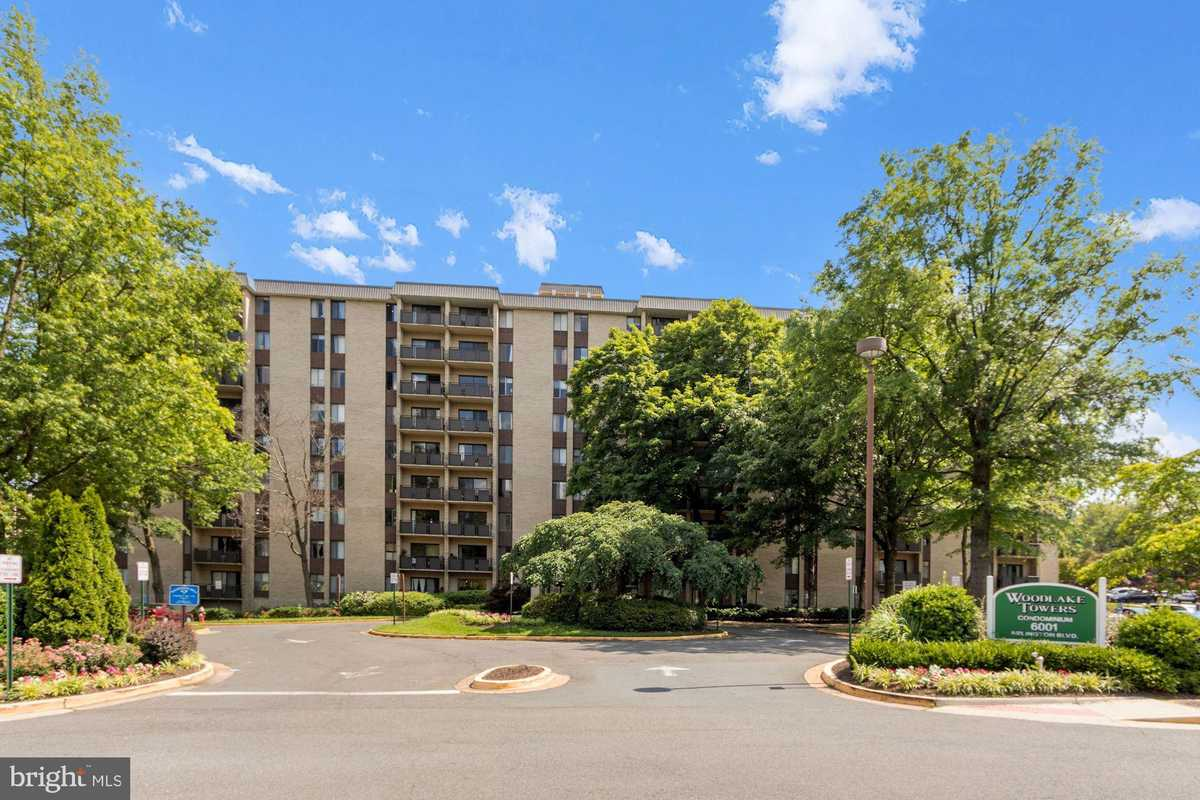 $185,000 - 1Br/1Ba -  for Sale in Woodlake Towers, Falls Church