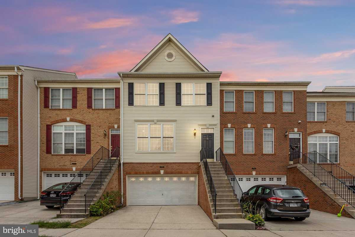 $599,990 - 3Br/4Ba -  for Sale in South Riding, South Riding