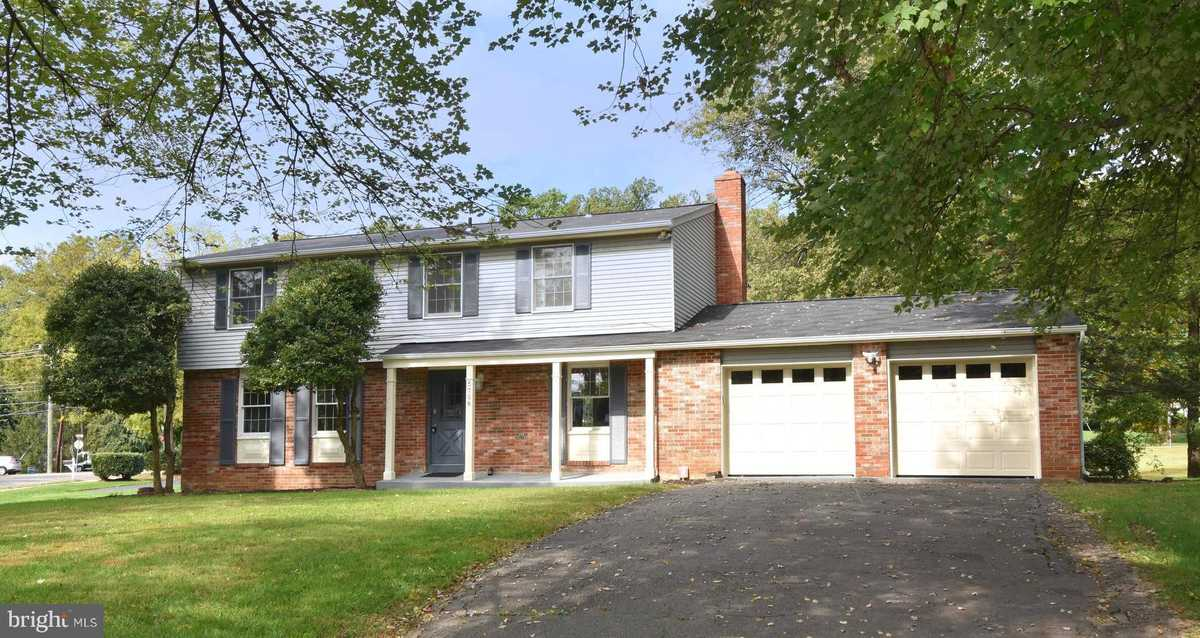 $699,900 - 4Br/3Ba -  for Sale in Fox Lair, Burke