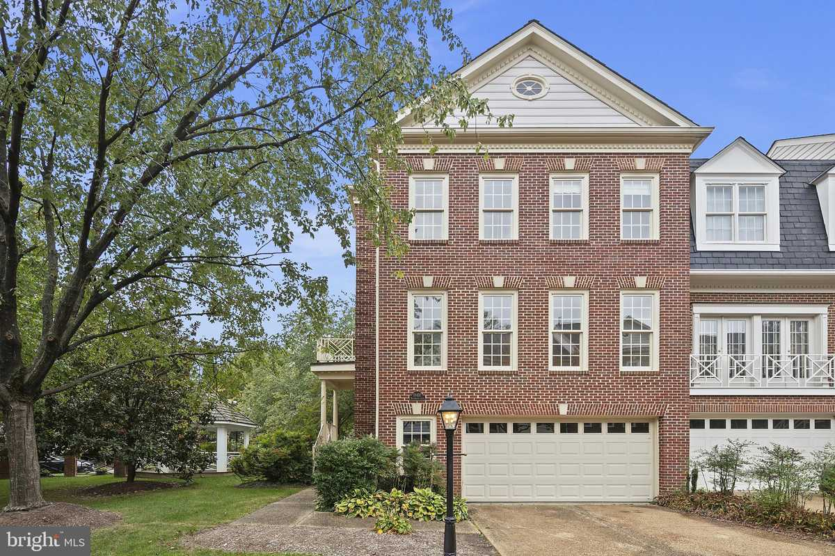 $665,000 - 3Br/4Ba -  for Sale in Courthouse Square, Fairfax
