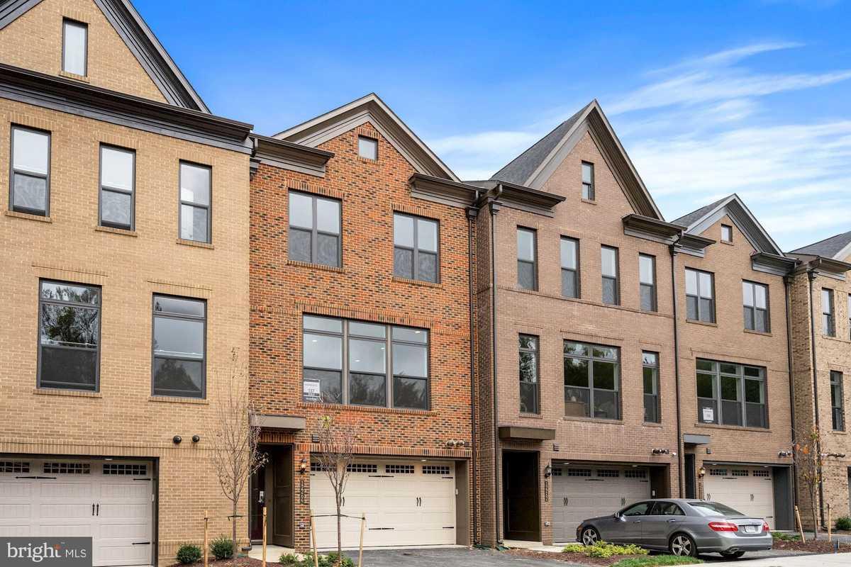 $946,346 - 4Br/4Ba -  for Sale in West Oaks, Fairfax