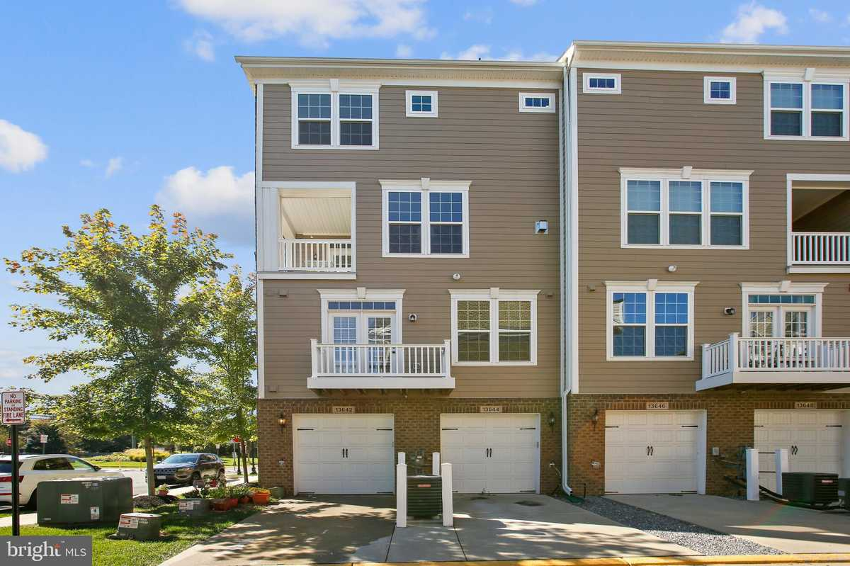 $494,900 - 3Br/3Ba -  for Sale in Discovery Square, Herndon