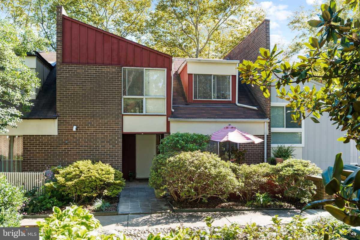 $575,000 - 4Br/3Ba -  for Sale in Reston, Reston