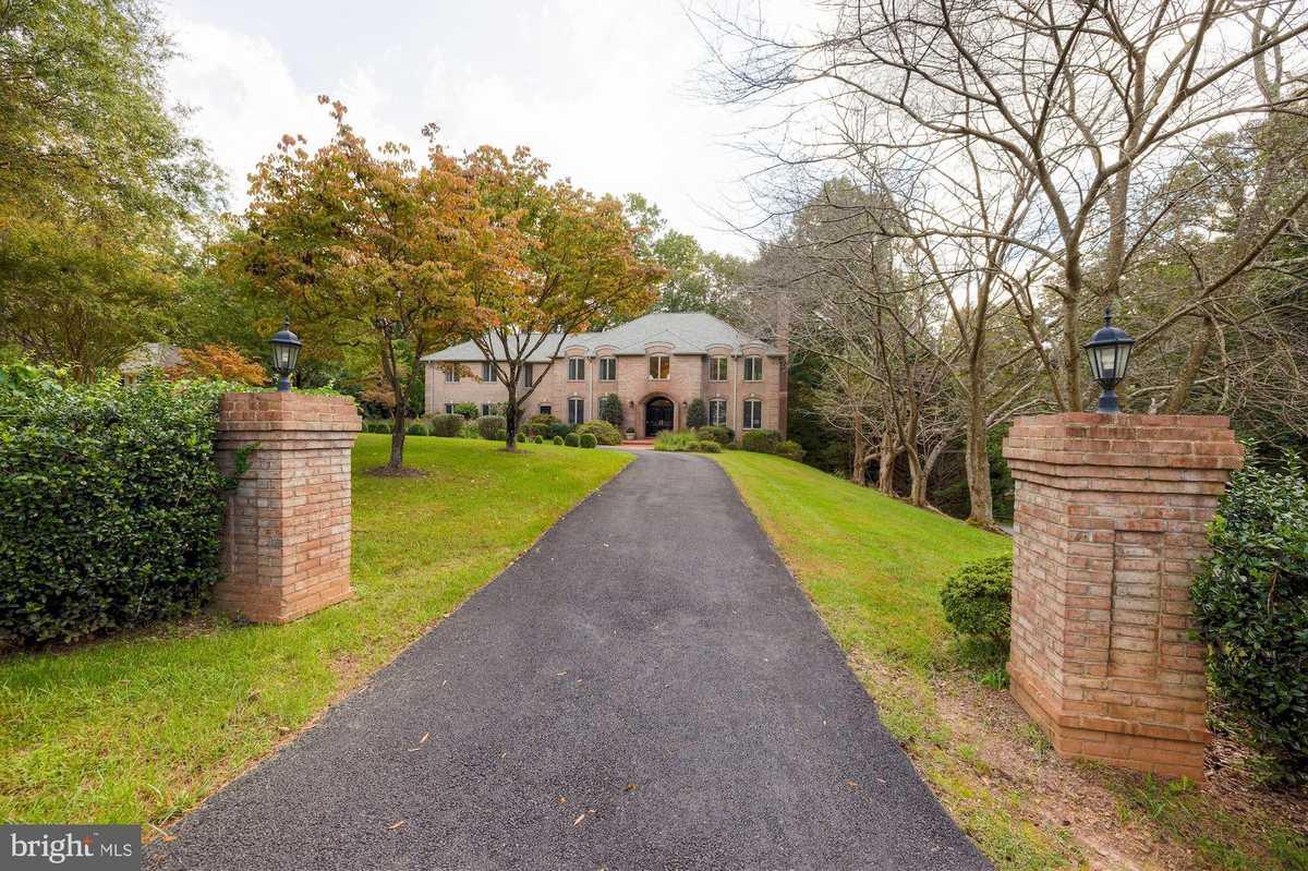 $2,250,000 - 6Br/7Ba -  for Sale in Potomac Overlook, Mclean