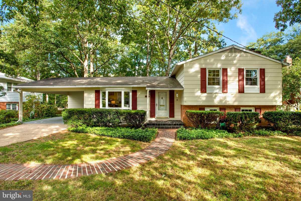 $650,000 - 4Br/3Ba -  for Sale in Springbrook Forest, Fairfax