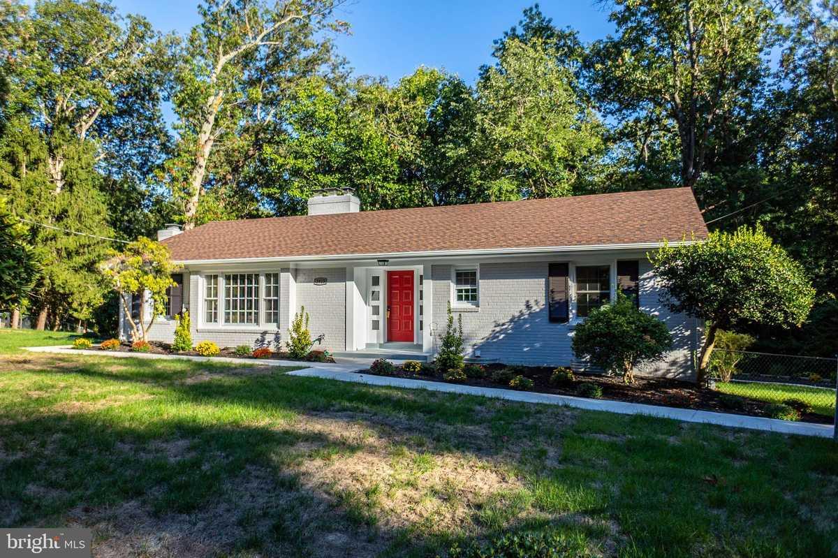 $899,800 - 5Br/3Ba -  for Sale in Pleasant Ridge, Annandale