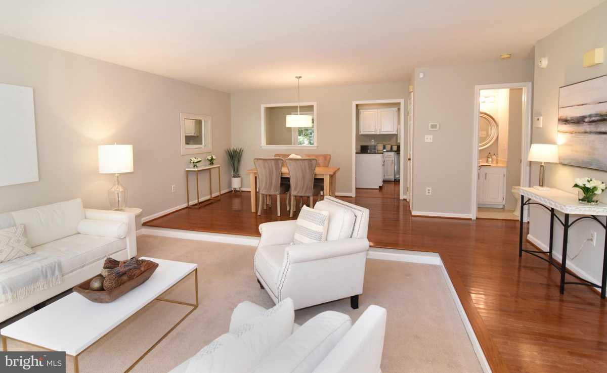 $600,000 - 3Br/4Ba -  for Sale in Ridgewood, Reston