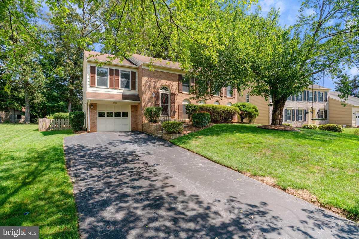 $669,900 - 4Br/3Ba -  for Sale in Briarwood, Fairfax