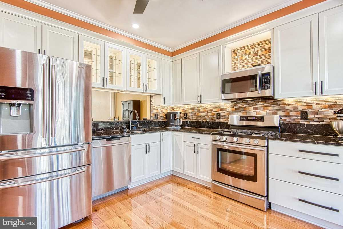 $579,000 - 3Br/3Ba -  for Sale in Shadowbrook, Springfield
