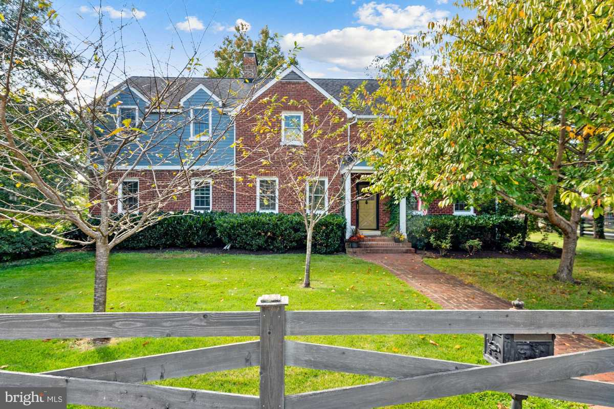 $899,000 - 4Br/4Ba -  for Sale in None Available, Alexandria