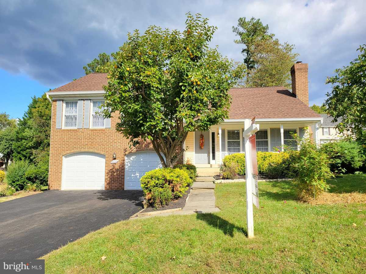 $649,900 - 3Br/3Ba -  for Sale in Signal Hill, Burke