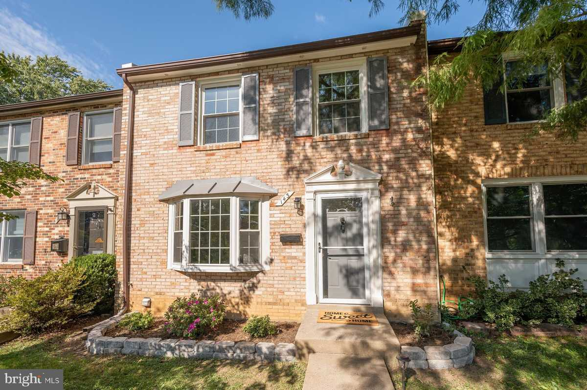 $759,900 - 3Br/4Ba -  for Sale in Cherry Hill Townhouses, Falls Church