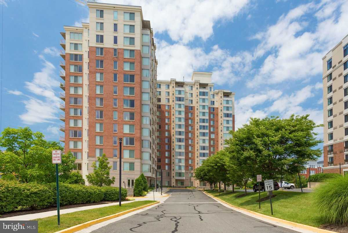 $460,000 - 2Br/2Ba -  for Sale in Wilton House, Vienna