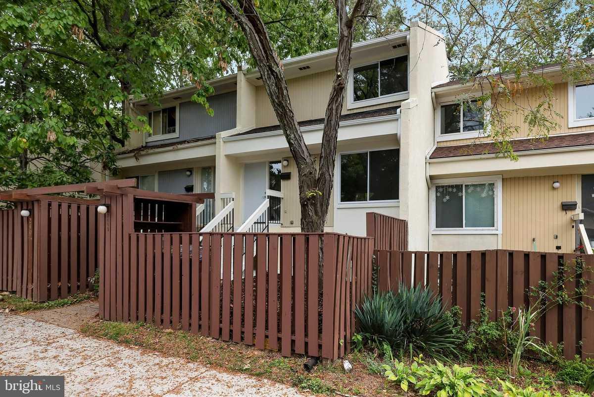 $405,000 - 3Br/3Ba -  for Sale in Reston, Reston