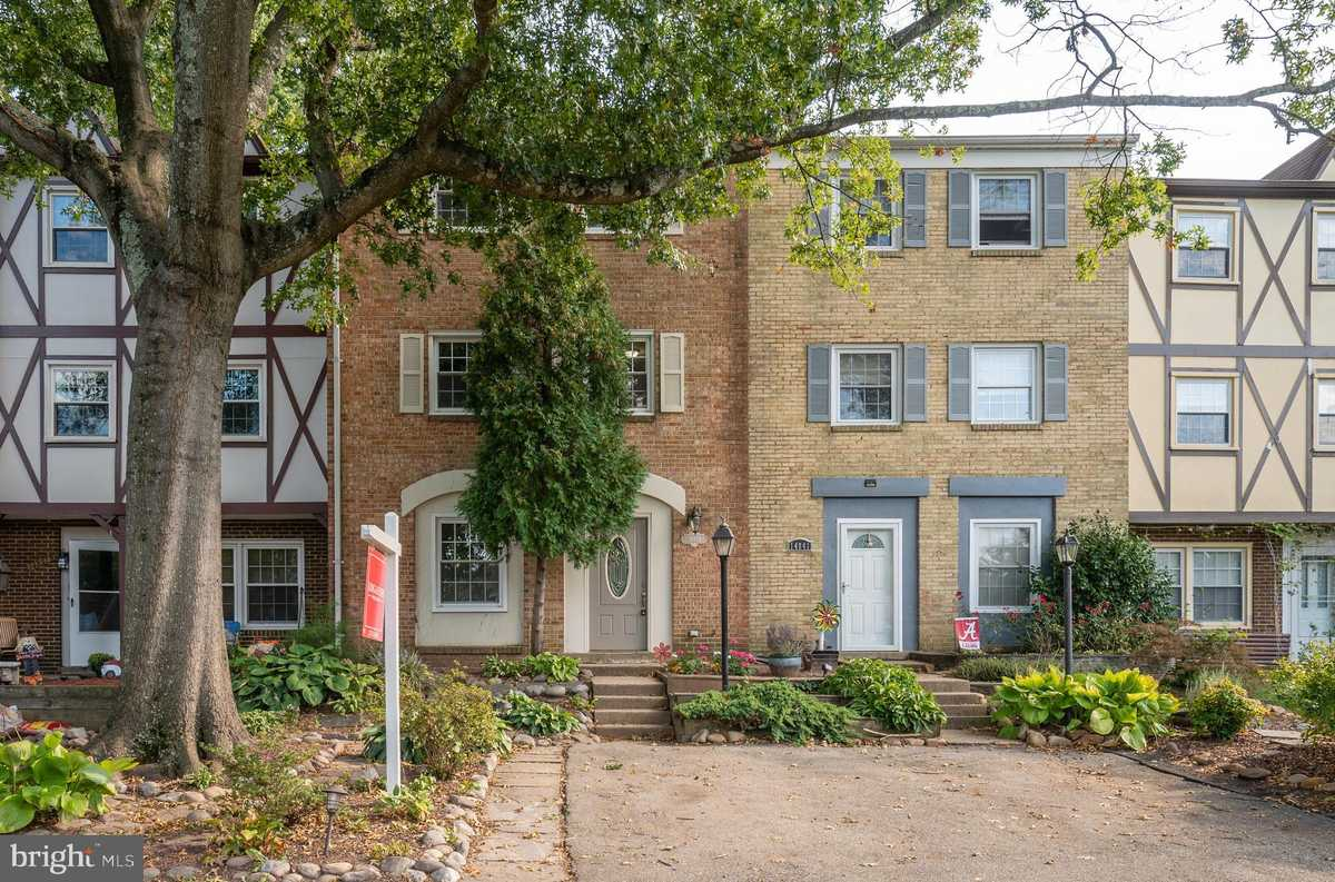 $399,900 - 4Br/4Ba -  for Sale in London Towne, Centreville