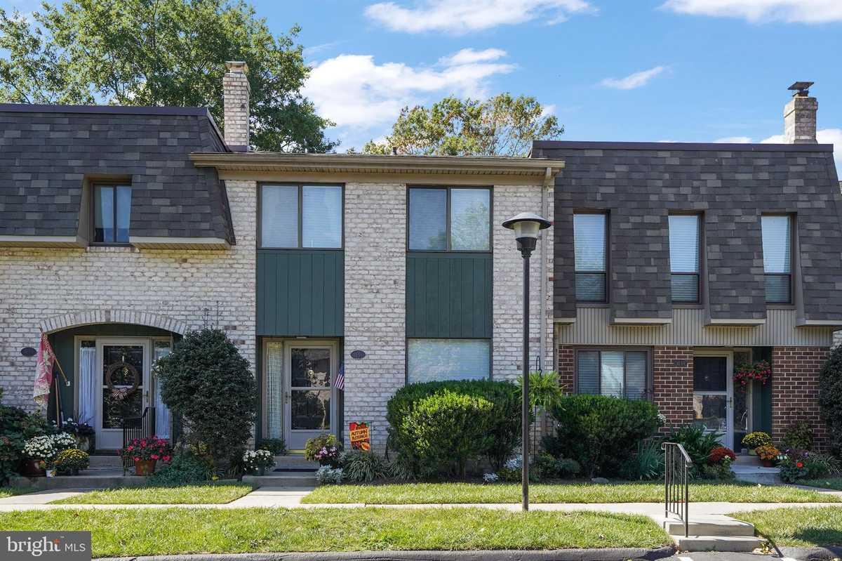 $285,000 - 3Br/3Ba -  for Sale in Putnam Vil, Wallingford