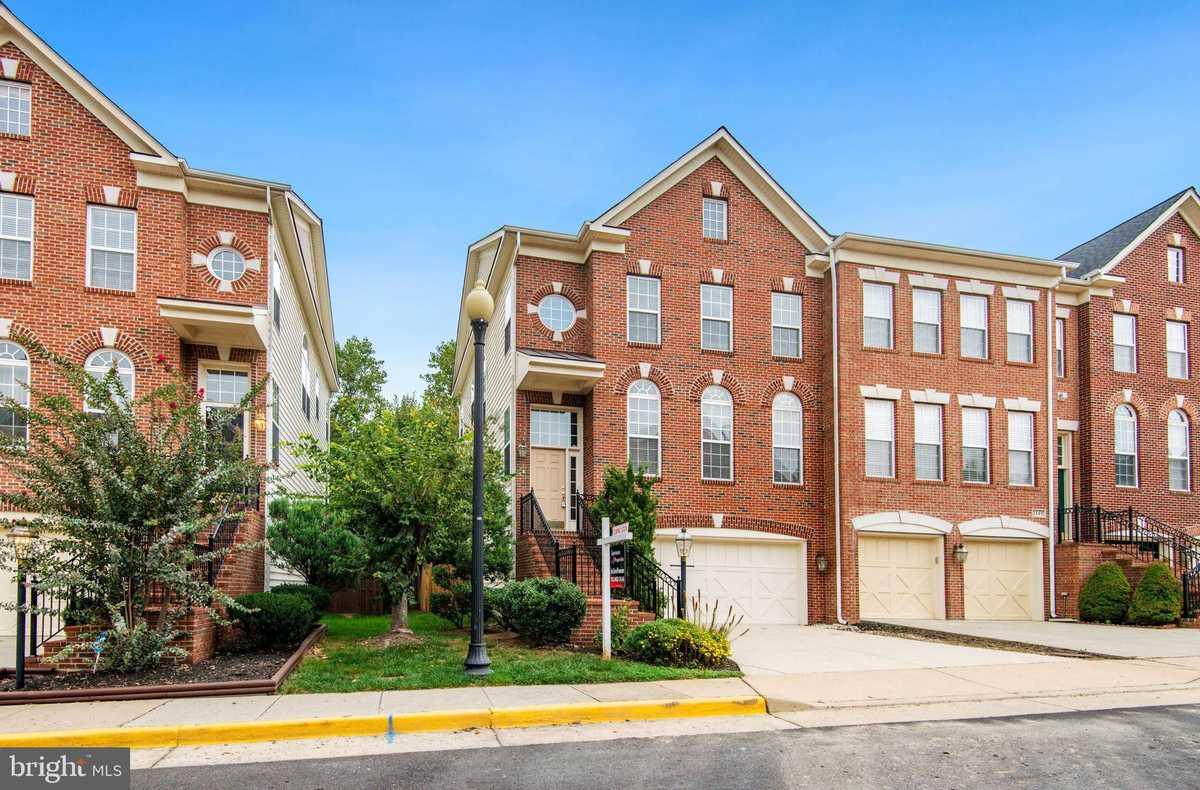 $685,000 - 3Br/4Ba -  for Sale in Great Oak, Herndon