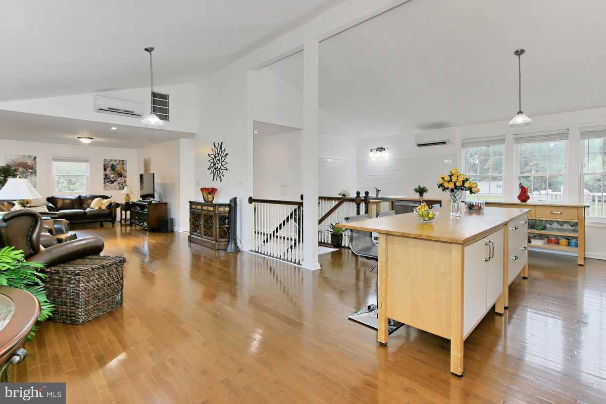 $750,000 - 2Br/2Ba -  for Sale in Belmont Park Estates, Lorton