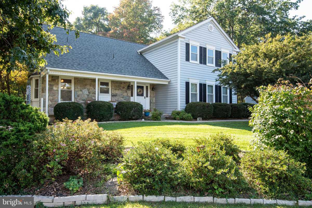 $699,500 - 4Br/4Ba -  for Sale in Country Club Manor, Centreville