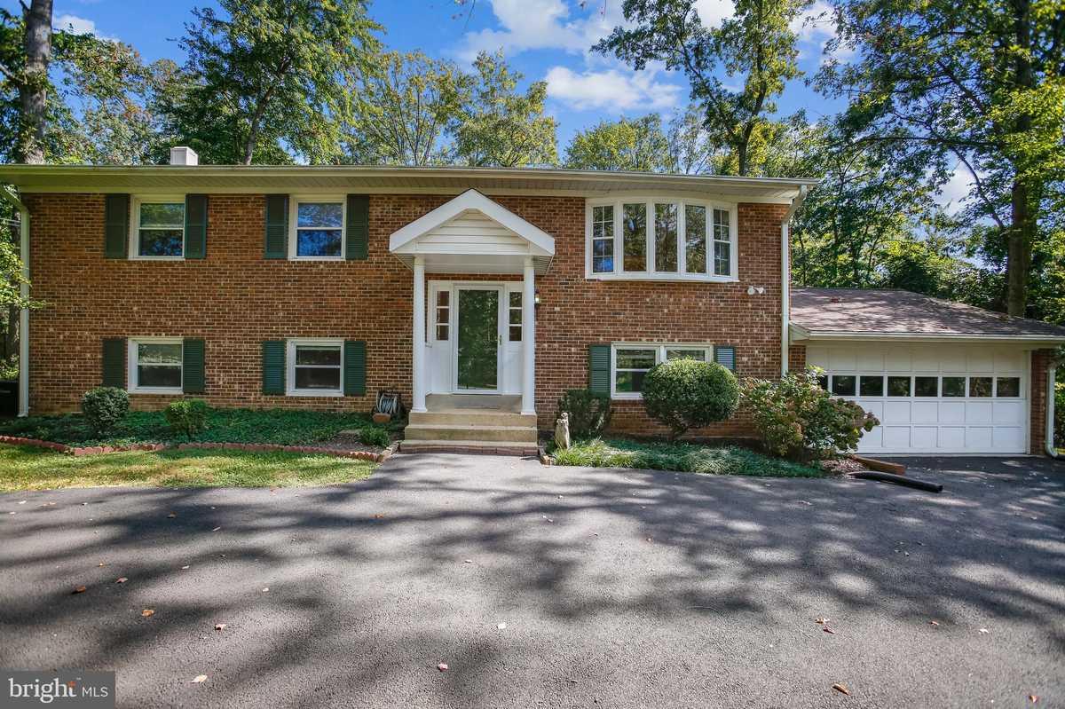 $740,000 - 4Br/3Ba -  for Sale in North Idylwood, Falls Church