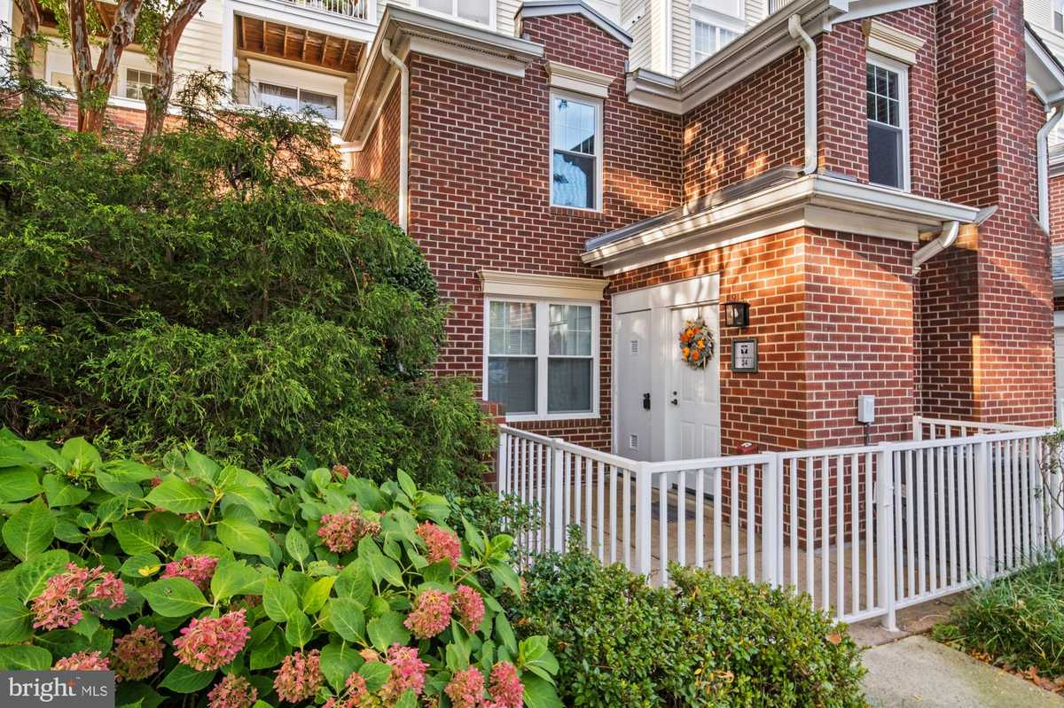 $529,000 - 2Br/3Ba -  for Sale in Lillian Court At Tysons, Mclean