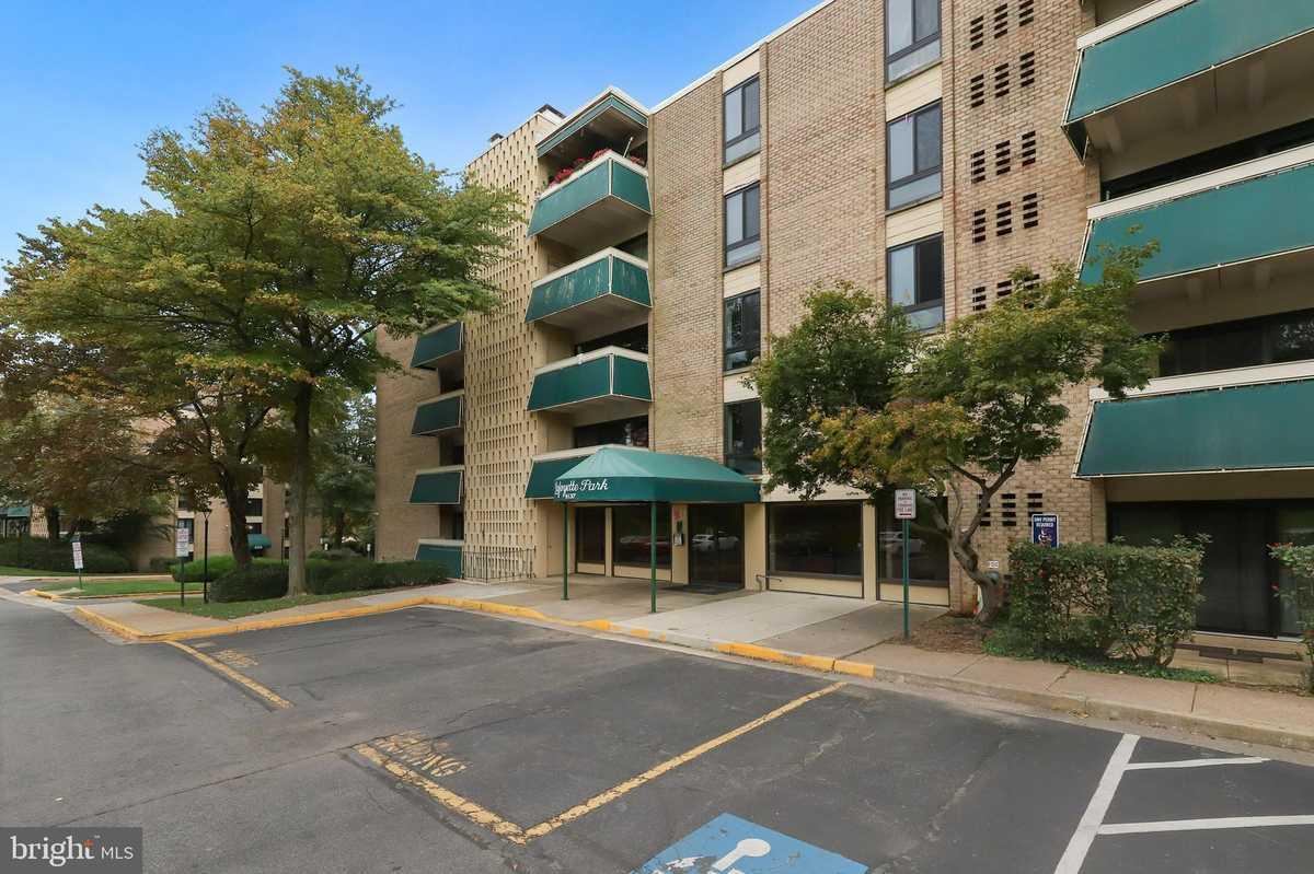 $225,000 - 2Br/1Ba -  for Sale in Lafayette Park Condominium, Falls Church